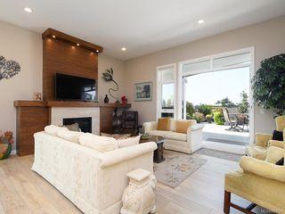 Photo 2: 404 745 Travino Lane in Saanich: SW Royal Oak Condo for sale (Saanich West)  : MLS®# 821721