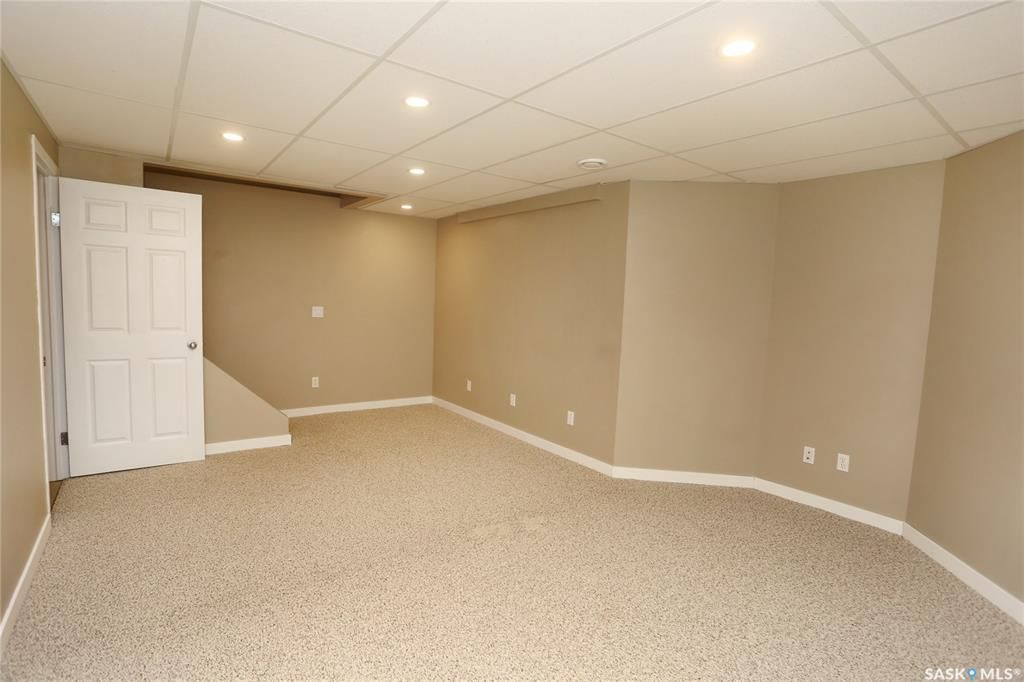 Photo 32: Photos: 131B 113th Street West in Saskatoon: Sutherland Residential for sale : MLS®# SK778904
