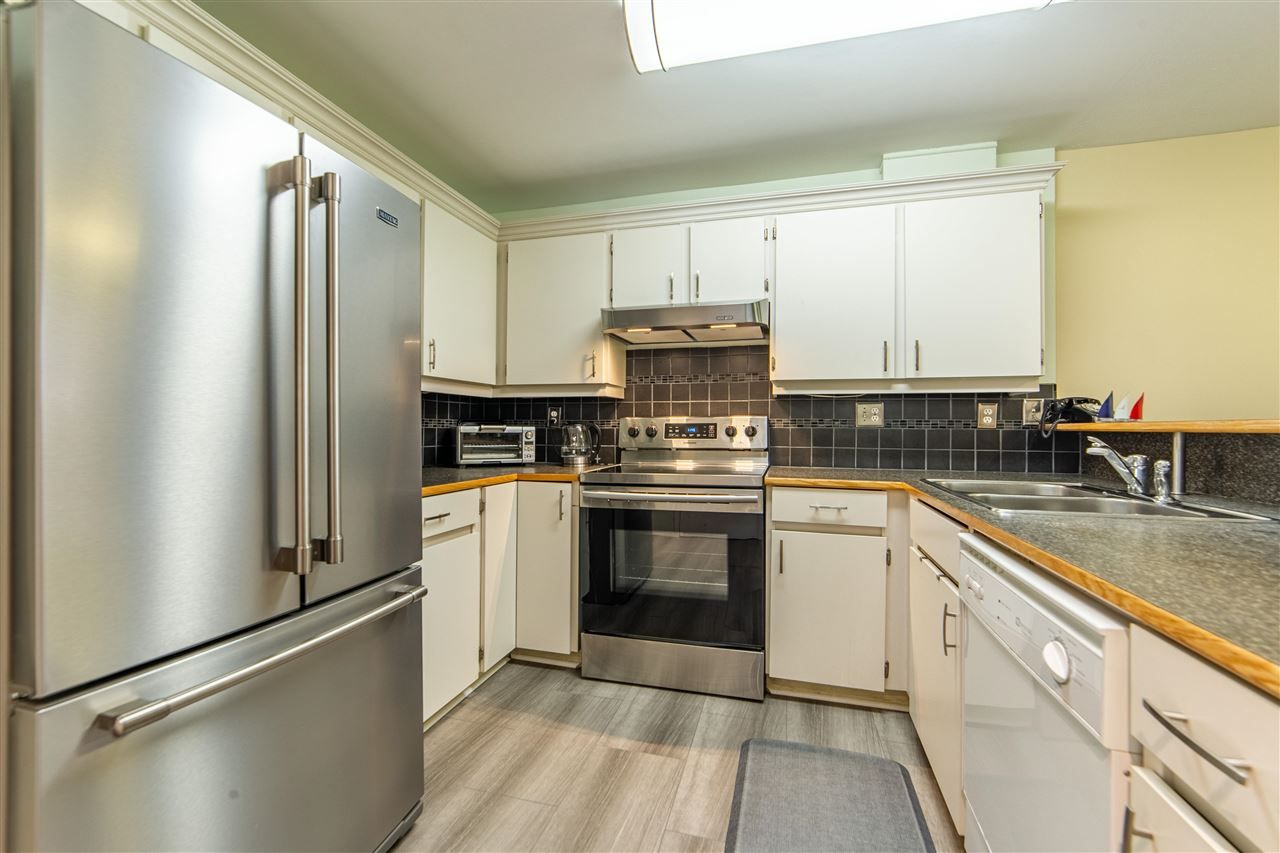 """Main Photo: 106 1369 GEORGE Street: White Rock Condo for sale in """"CAMEO TERRACE"""" (South Surrey White Rock)  : MLS®# R2579330"""