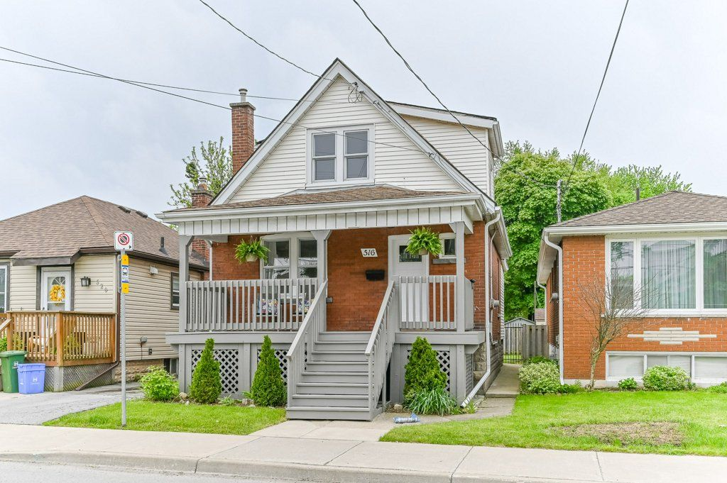 Main Photo: 516 East Queensdale Avenue in Hamilton: House for sale : MLS®# H4055054