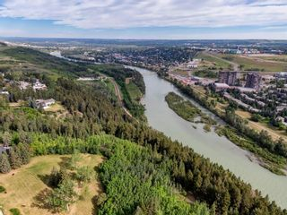 Photo 6: 15 42 Street SW in Calgary: Wildwood Detached for sale : MLS®# A1122775
