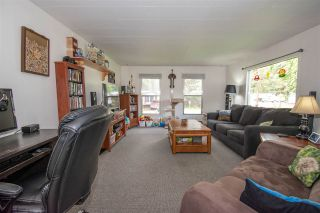 """Photo 2: 64 4430 W 16 Highway in Smithers: Smithers - Town Manufactured Home for sale in """"HUDSON BAY MOBILE HOME PARK"""" (Smithers And Area (Zone 54))  : MLS®# R2475652"""