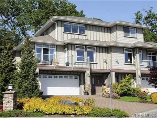 Main Photo: 848 Rainbow Cres in VICTORIA: SE High Quadra Row/Townhouse for sale (Saanich East)  : MLS®# 671489