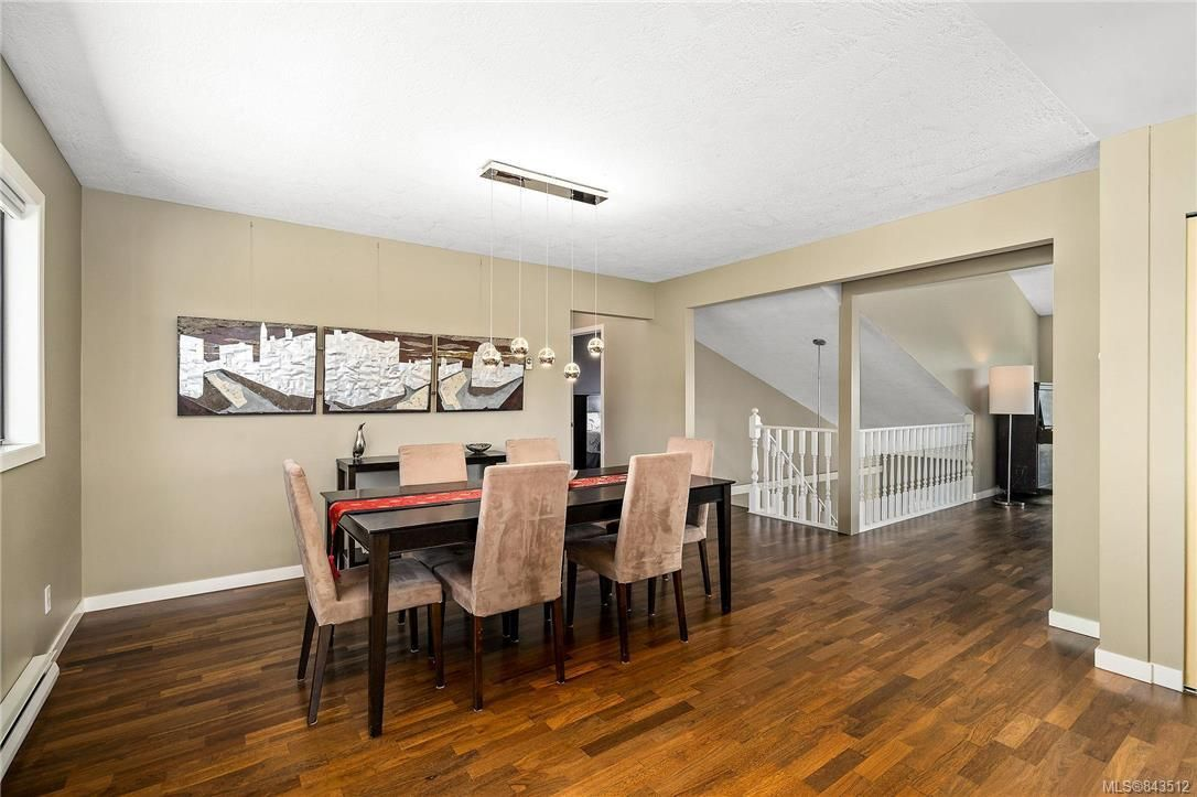 Photo 10: Photos: 950 Easter Rd in Saanich: SE Quadra House for sale (Saanich East)  : MLS®# 843512
