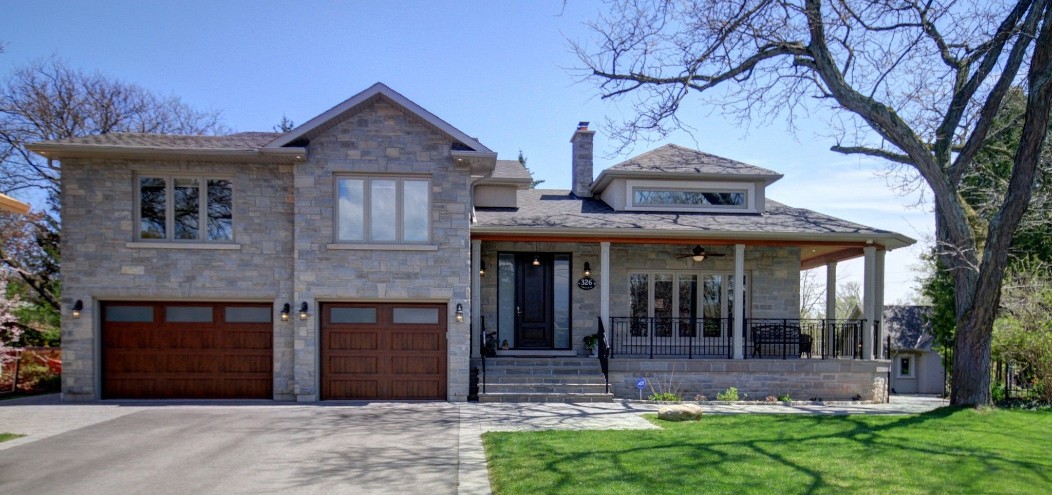 Main Photo: 326 Sawyer Road in Oakville: Bronte West Freehold for sale : MLS®# W3502435