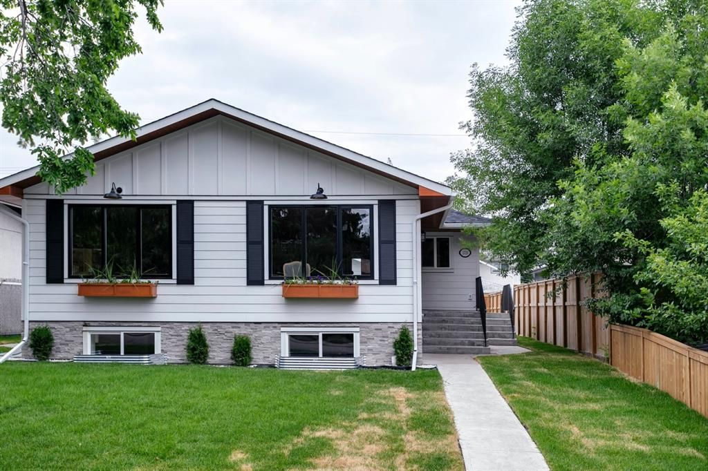 Main Photo: 1026 39 Avenue NW in Calgary: Cambrian Heights Semi Detached for sale : MLS®# A1127206