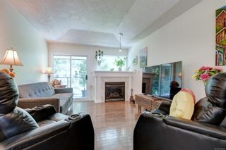 Photo 2: 26 300 Six Mile Rd in : VR Six Mile Row/Townhouse for sale (View Royal)  : MLS®# 879692