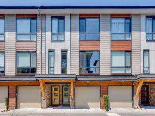 """Photo 1: 116 16488 64 Avenue in Surrey: Cloverdale BC Townhouse for sale in """"HARVEST AT BOSE FARMS"""" (Cloverdale)  : MLS®# R2601815"""