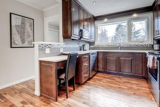 Photo 2: 3411 62 Avenue SW in Calgary: Lakeview Detached for sale : MLS®# C4279006