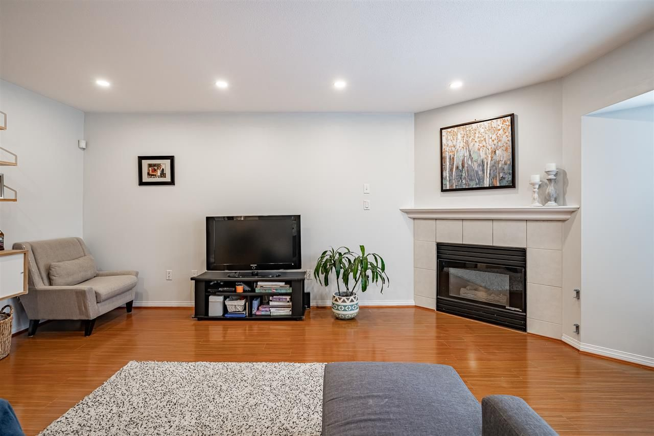 """Photo 12: Photos: 108 2677 E BROADWAY in Vancouver: Renfrew VE Condo for sale in """"BROADWAY GARDENS"""" (Vancouver East)  : MLS®# R2434845"""