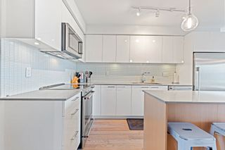 """Photo 1: 406 233 KINGSWAY Avenue in Vancouver: Mount Pleasant VE Condo for sale in """"VYA"""" (Vancouver East)  : MLS®# R2625191"""