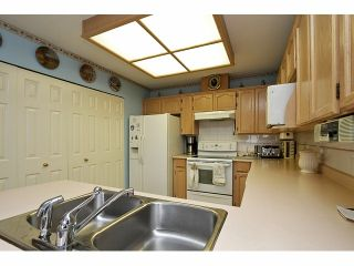 """Photo 10: 115 19649 53RD Avenue in Langley: Langley City Townhouse for sale in """"Huntsfield Green"""" : MLS®# F1406703"""
