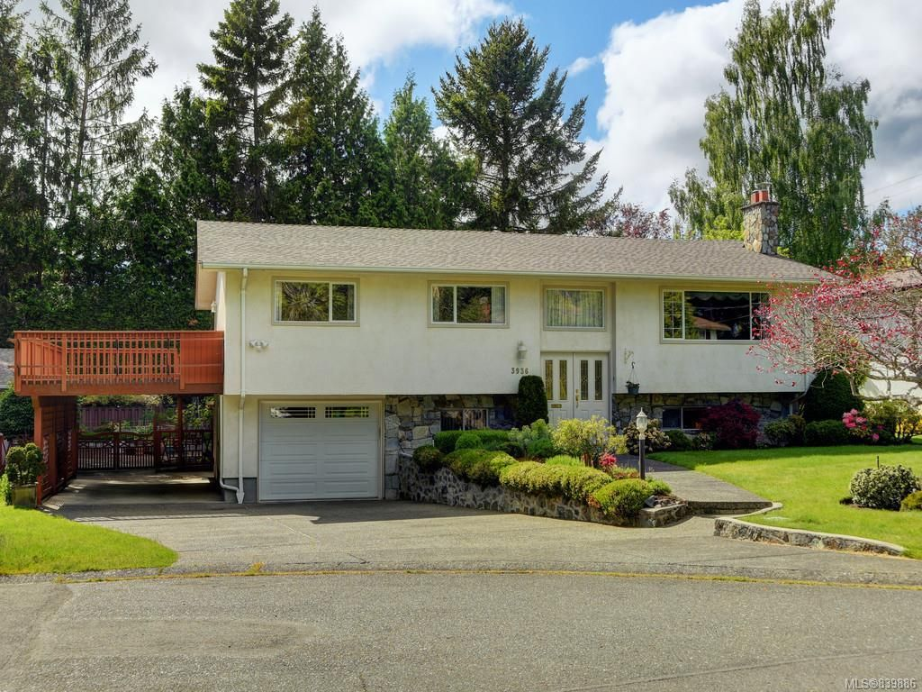 Main Photo: 3936 Oakdale Pl in Saanich: SE Mt Doug House for sale (Saanich East)  : MLS®# 839886