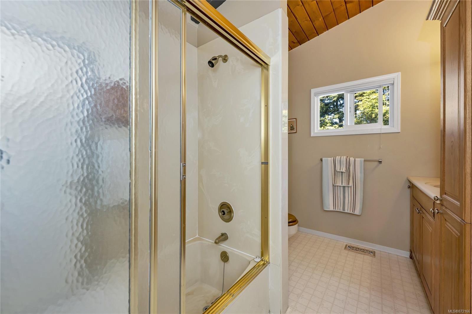 Photo 14: Photos: 1690 Blair Ave in : SE Lambrick Park House for sale (Saanich East)  : MLS®# 872166