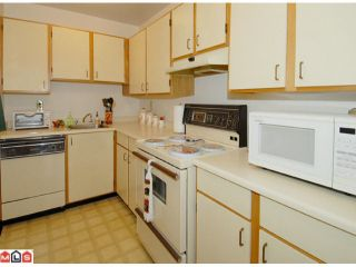 """Photo 4: 404 10662 151A Street in Surrey: Guildford Condo for sale in """"LINCOLN HILL"""" (North Surrey)  : MLS®# F1023055"""