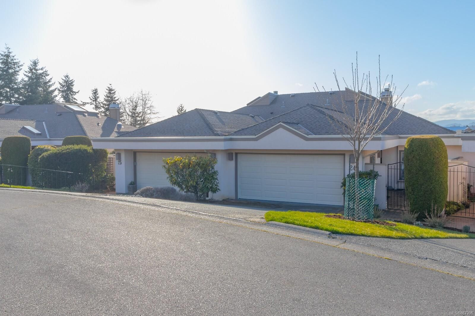 Main Photo: 24 4318 Emily Carr Dr in : SE Broadmead Row/Townhouse for sale (Saanich East)  : MLS®# 867396