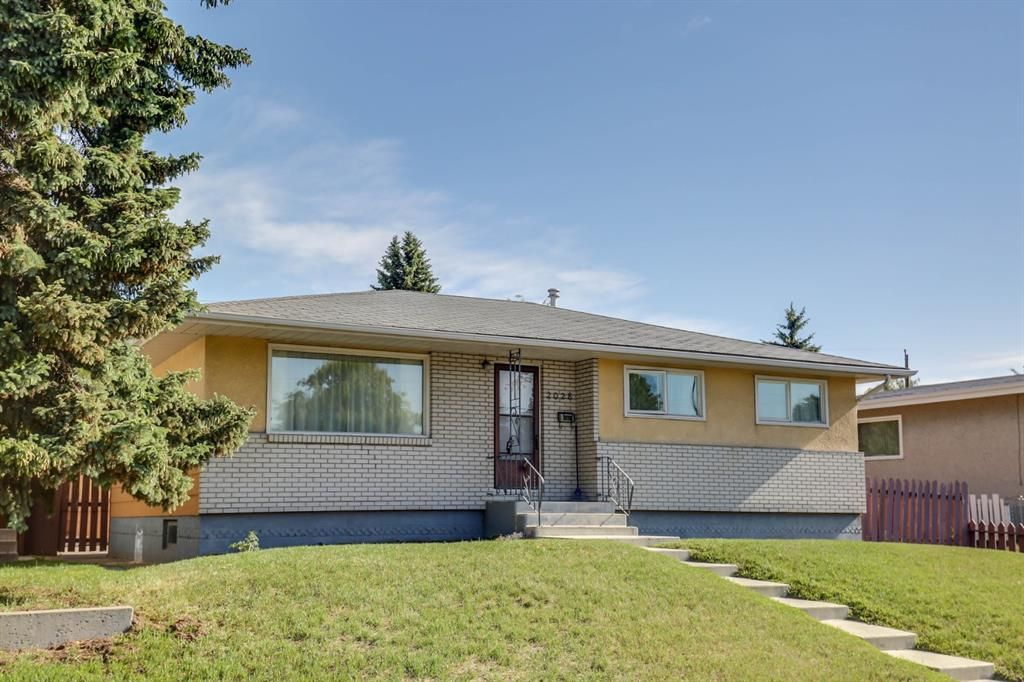 Main Photo: 2028 8 Avenue NE in Calgary: Mayland Heights Detached for sale : MLS®# A1034570
