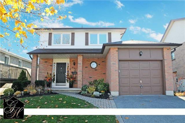 Main Photo: 827 Mahina Street in Oshawa: McLaughlin House (2-Storey) for sale : MLS®# E3360594