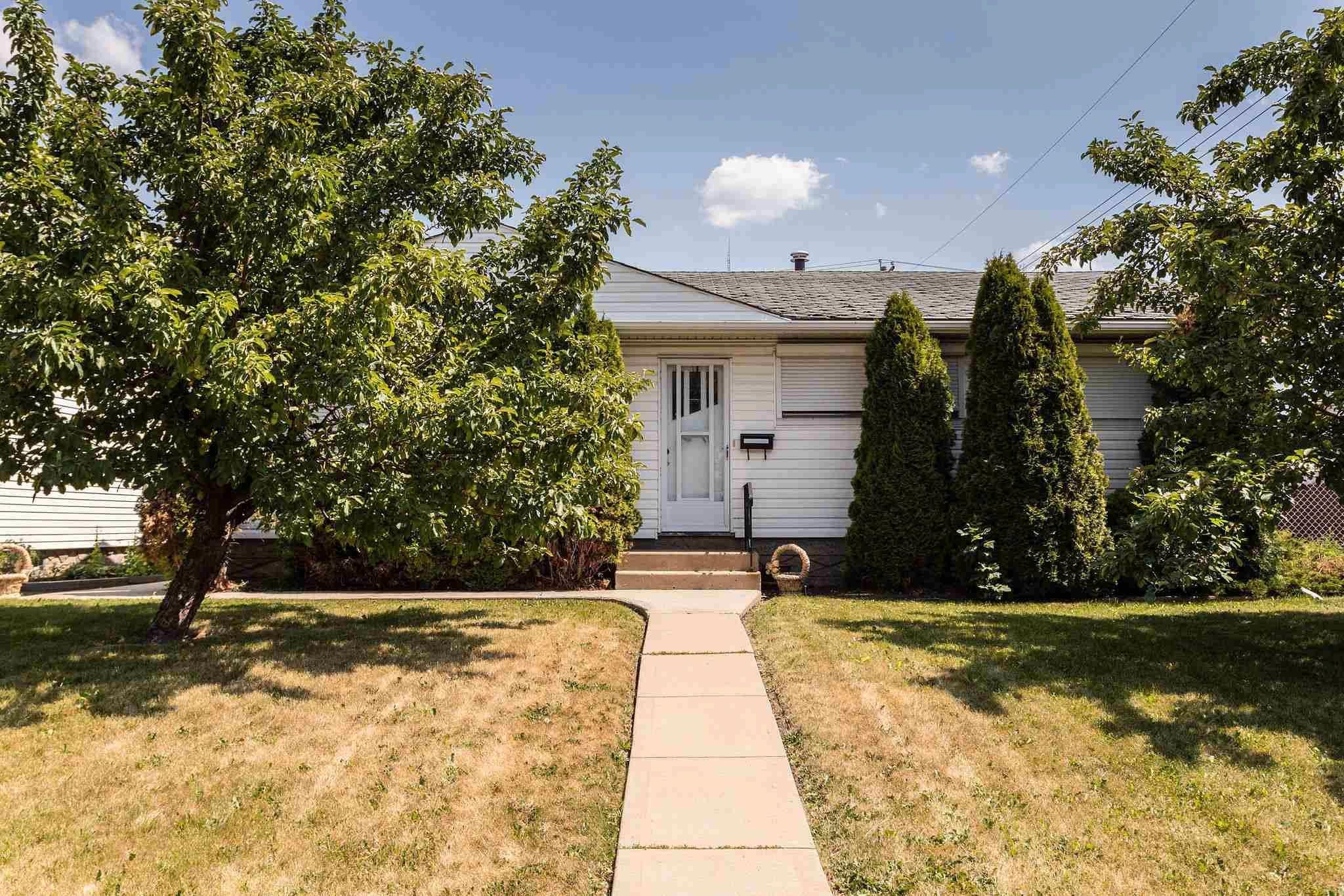 Main Photo:  in Edmonton: Zone 22 House for sale : MLS®# E4254166