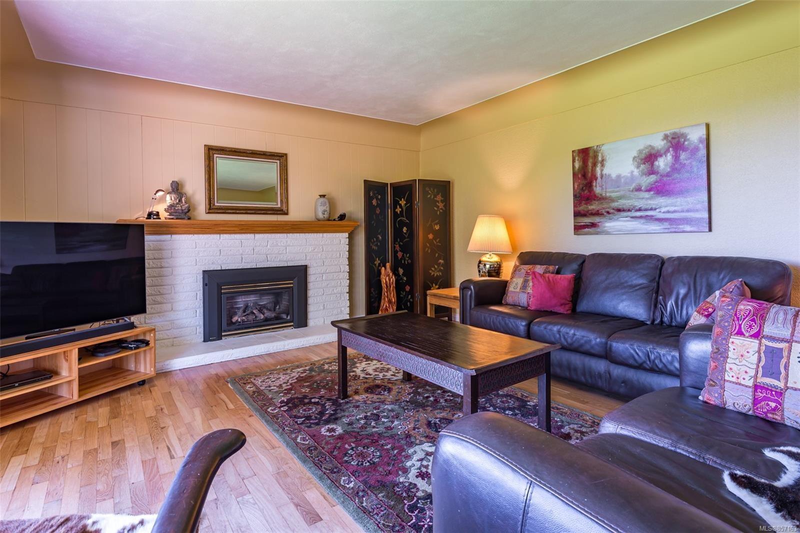 Photo 8: Photos: 4241 Buddington Rd in : CV Courtenay South House for sale (Comox Valley)  : MLS®# 857163