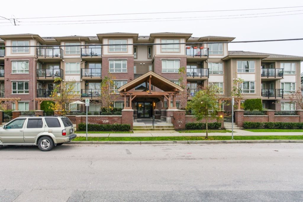 Main Photo: 404 2175 FRASER Avenue in Port Coquitlam: Glenwood PQ Condo for sale : MLS®# R2127123
