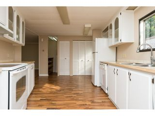 """Photo 10: 15 1640 162 Street in Surrey: King George Corridor Manufactured Home for sale in """"CHERRY BROOK PARK"""" (South Surrey White Rock)  : MLS®# R2145736"""