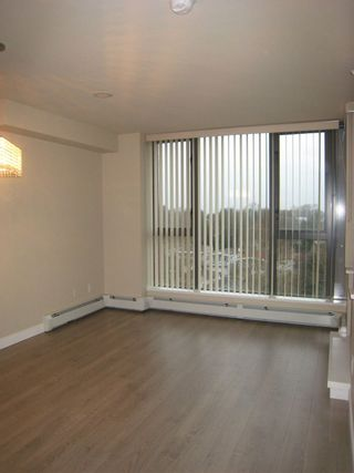 """Photo 4: 808 2689 KINGSWAY in Vancouver: Collingwood VE Condo for sale in """"SKYWAY TOWER"""" (Vancouver East)  : MLS®# R2041971"""