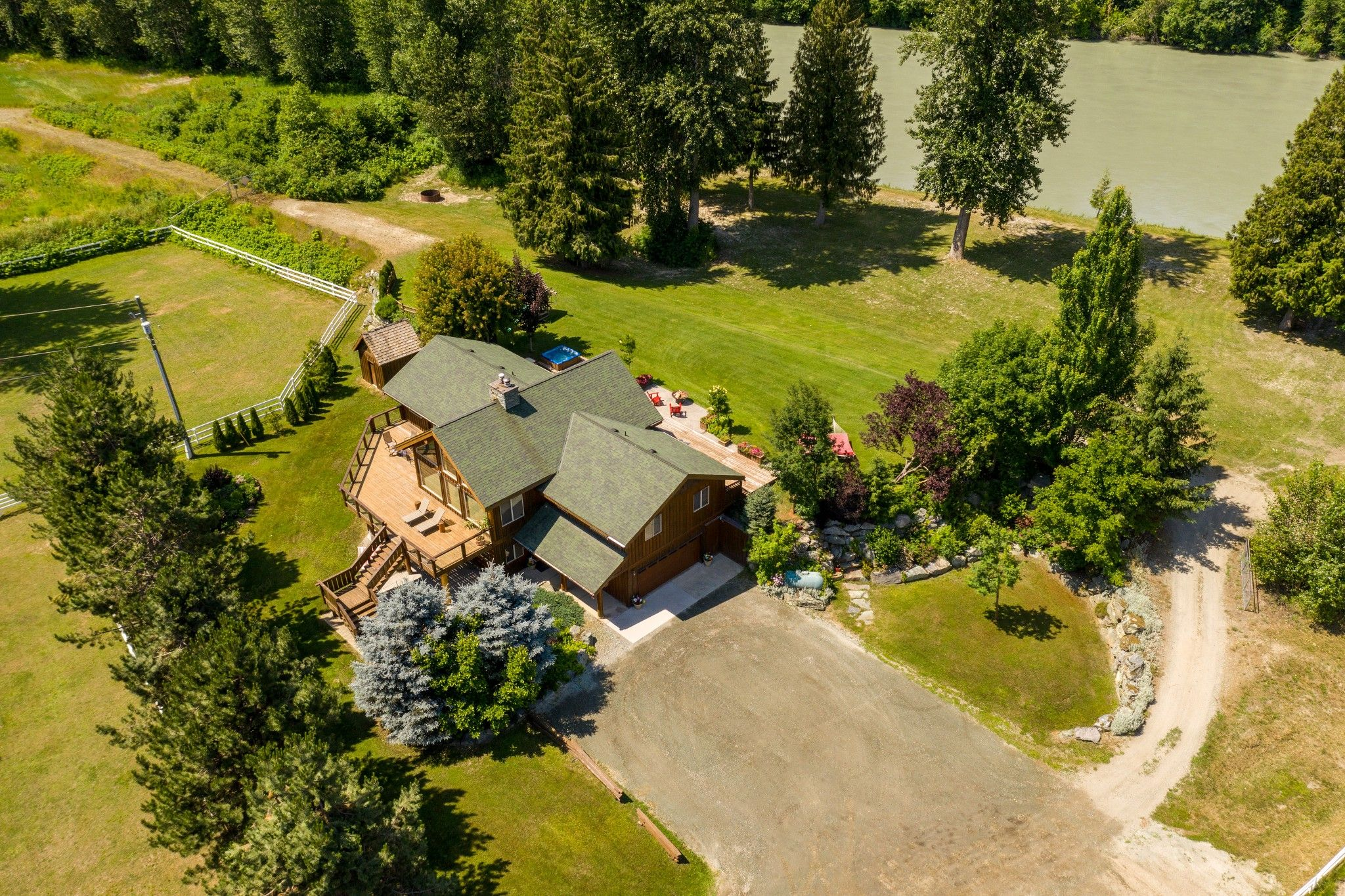Photo 4: Photos: 1527 Fraser Road in Pembertin: House for sale
