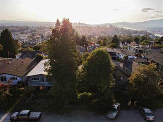 Photo 3: 139 GLYNDE Avenue in Burnaby: Capitol Hill BN House for sale (Burnaby North)  : MLS®# R2402051
