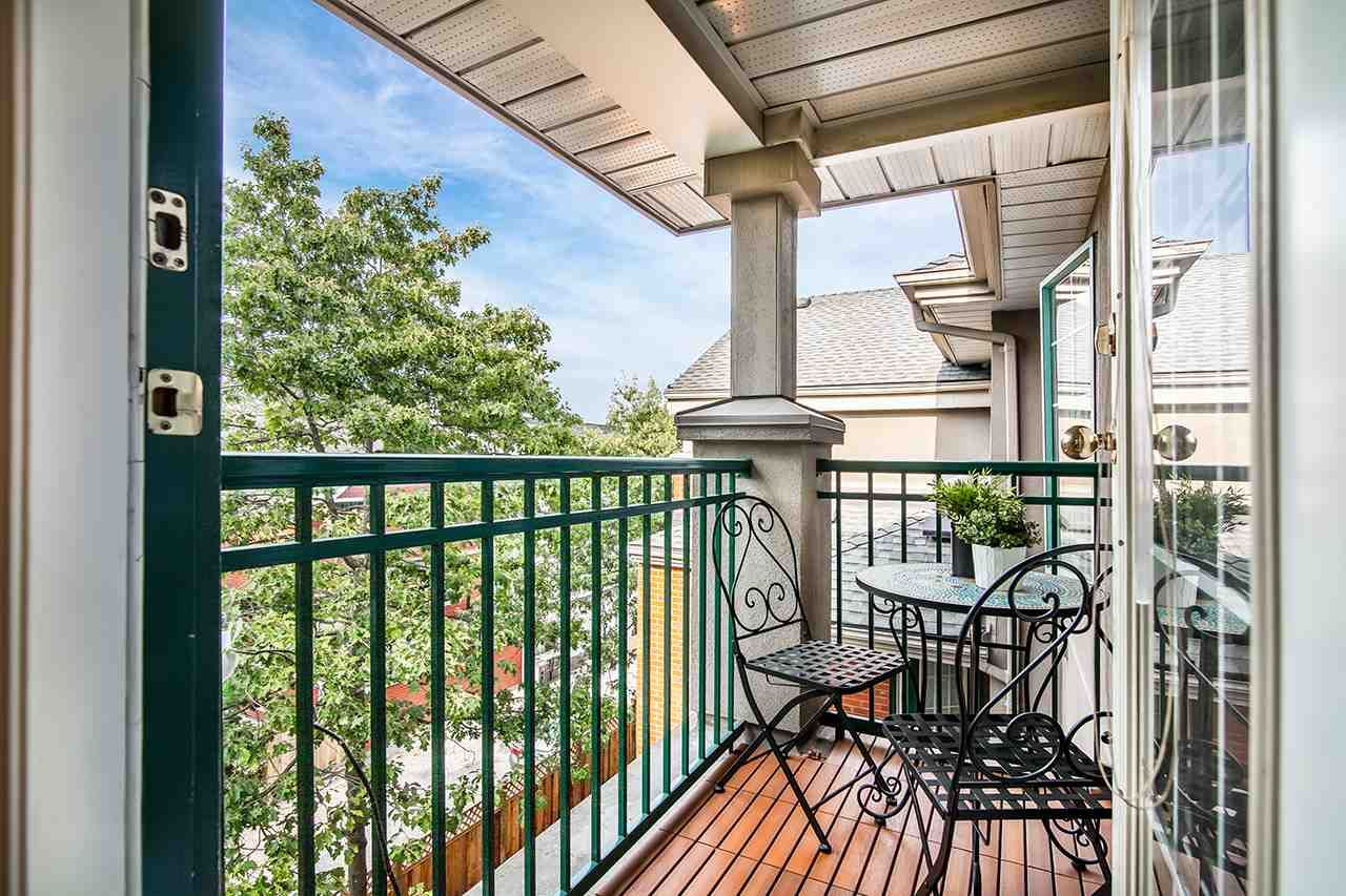 """Photo 4: Photos: 409 929 W 16TH Avenue in Vancouver: Fairview VW Condo for sale in """"OAKVIEW GARDENS"""" (Vancouver West)  : MLS®# R2189624"""