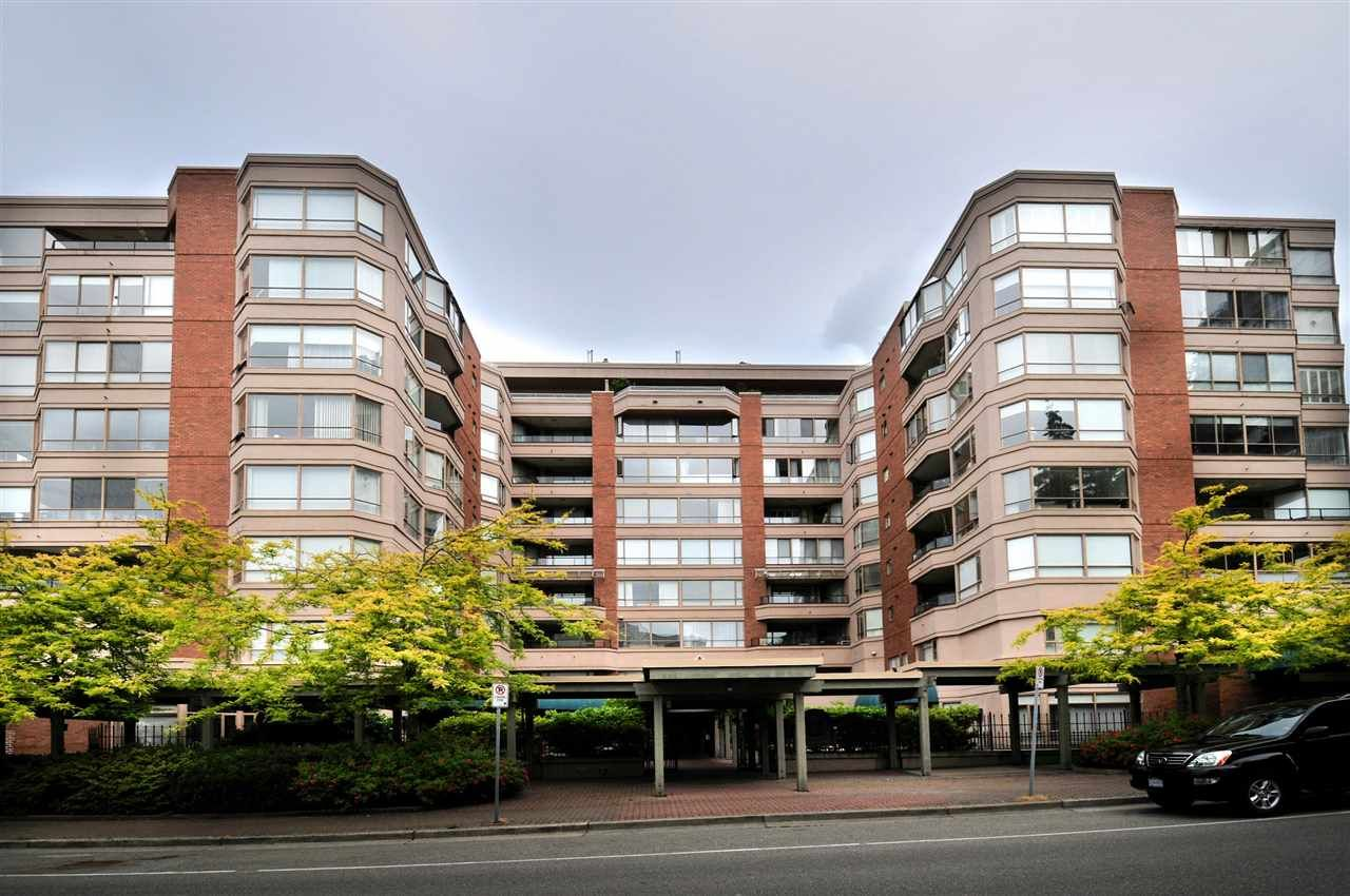 """Main Photo: 203 15111 RUSSELL Avenue: White Rock Condo for sale in """"Pacific Terrace"""" (South Surrey White Rock)  : MLS®# R2102035"""