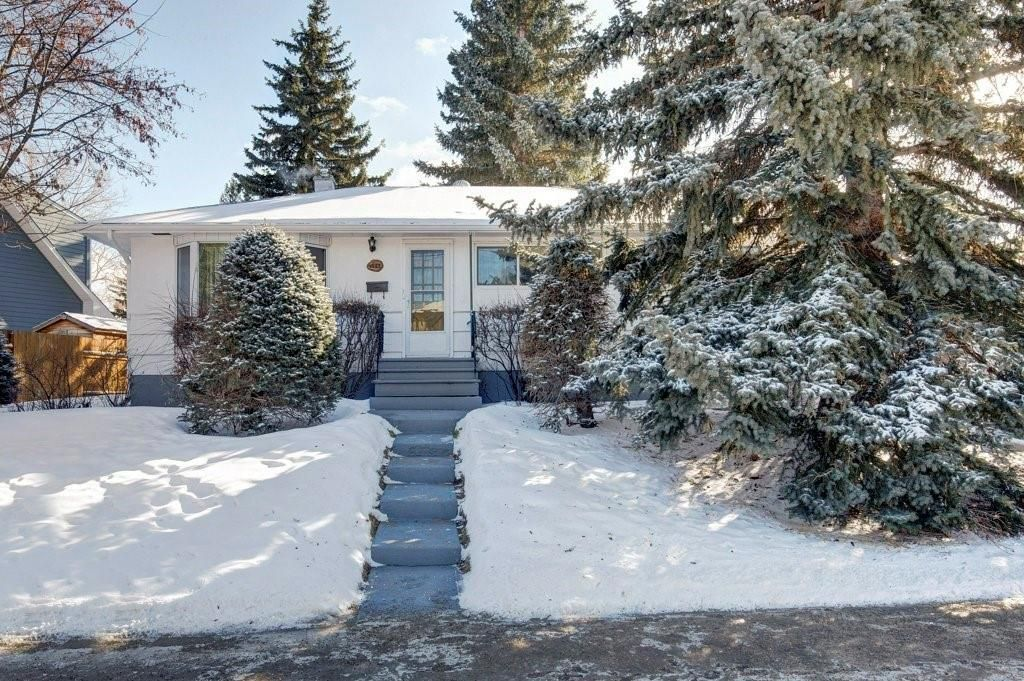 Main Photo: 4523 25 Avenue SW in Calgary: Glendale Detached for sale : MLS®# C4297579