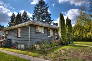 Photo 4: 2213 CLARKE Street in Port Moody: Port Moody Centre House for sale : MLS®# R2578485