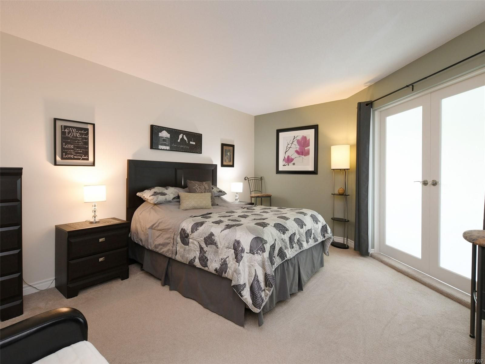 Large primary bedroom - frosted french doors
