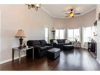 Photo 3: 417 5759 GLOVER Road in Langley: Langley City Condo for sale : MLS®# R2157468