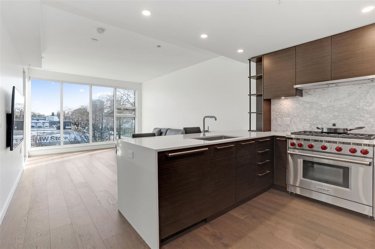 "Main Photo: 304 1819 W 5TH Avenue in Vancouver: Kitsilano Condo for sale in ""WEST FIVE"" (Vancouver West)  : MLS®# R2575483"