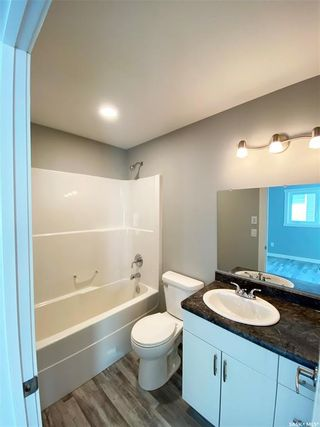 Photo 34: 302 Willow Place in Outlook: Residential for sale : MLS®# SK838188