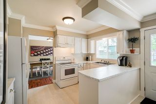 "Photo 3: 5901 ABERDEEN Street in Surrey: Cloverdale BC House for sale in ""Jersey Hills"" (Cloverdale)  : MLS®# R2383785"