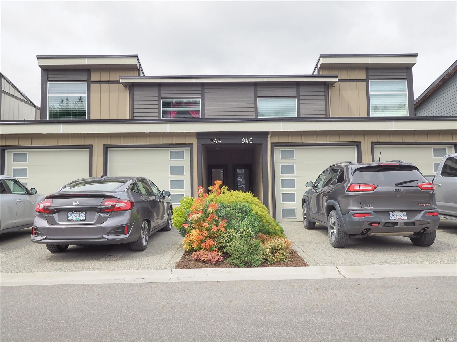 Main Photo: 944 Warbler Close in : La Happy Valley Row/Townhouse for sale (Langford)  : MLS®# 874281
