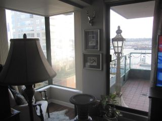 Photo 6: 405 410 CARNARVON Street in New Westminster: Downtown NW Condo for sale : MLS®# R2428673