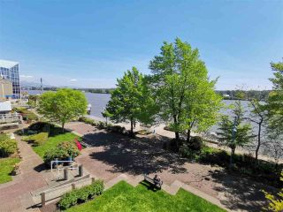 """Photo 6: 305 5 K DE K Court in New Westminster: Quay Condo for sale in """"Quayside Terrace"""" : MLS®# R2366534"""