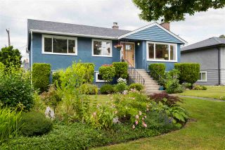 """Photo 3: 8555 KARRMAN Avenue in Burnaby: The Crest House for sale in """"The Crest"""" (Burnaby East)  : MLS®# R2473299"""