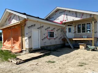 Photo 4: 818 Conquest Avenue in Outlook: Residential for sale : MLS®# SK860876