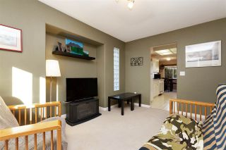 """Photo 6: 1 19270 122A Avenue in Pitt Meadows: Central Meadows Townhouse for sale in """"HERON COURT"""" : MLS®# R2433591"""