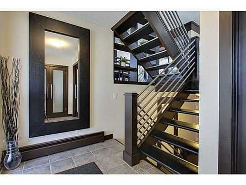 Main Photo: 19 828 COACH BLUFF Crescent SW in Calgary: 2 and Half Storey for sale : MLS®# C3563691