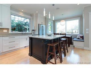 Photo 2: 589 Hampshire Rd in VICTORIA: OB South Oak Bay House for sale (Oak Bay)  : MLS®# 722882