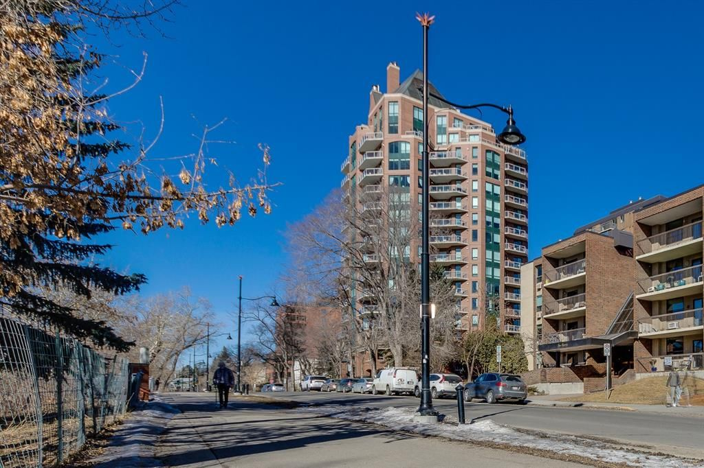 Main Photo: 203 228 26 Avenue SW in Calgary: Mission Apartment for sale : MLS®# A1127107