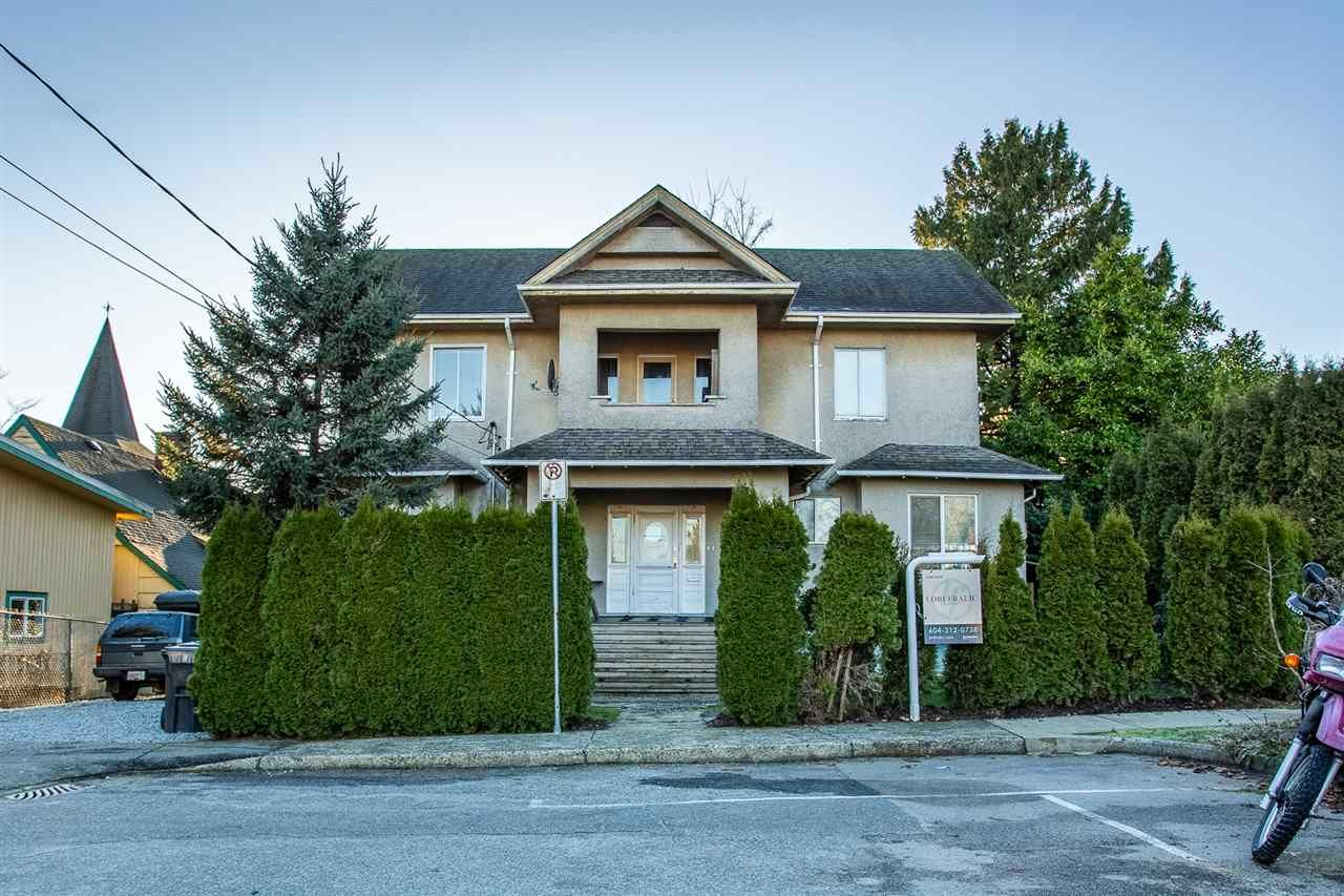 Main Photo: 613 ROBSON Avenue in New Westminster: Uptown NW Triplex for sale : MLS®# R2534313