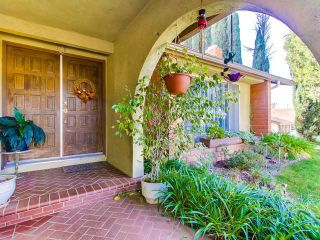 Photo 3: SOUTH ESCONDIDO House for sale : 3 bedrooms : 869 Montview Drive in Escondido