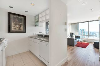 "Photo 7: 3003 928 BEATTY Street in Vancouver: Yaletown Condo for sale in ""The Max"" (Vancouver West)  : MLS®# R2362909"